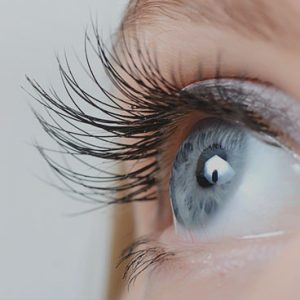 zoomed in picture on eyelashes